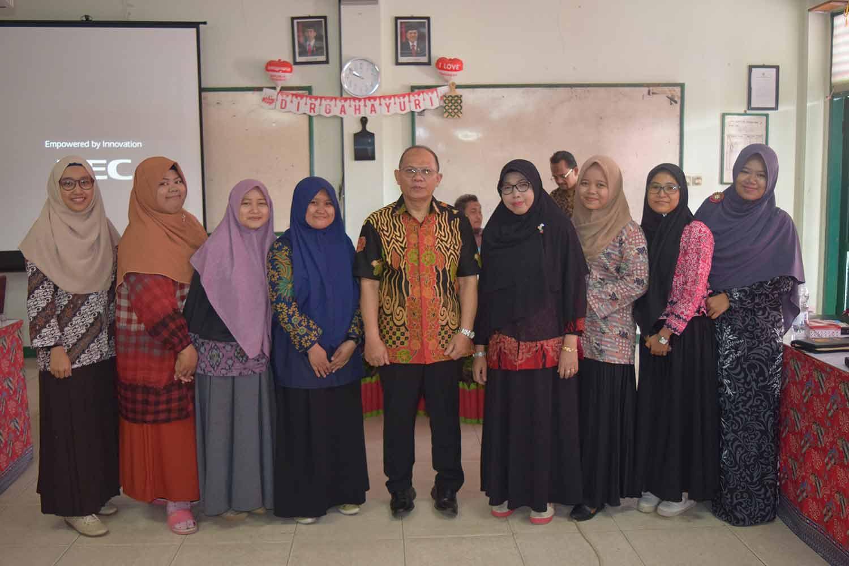 Dr.H. Didang dengan guru